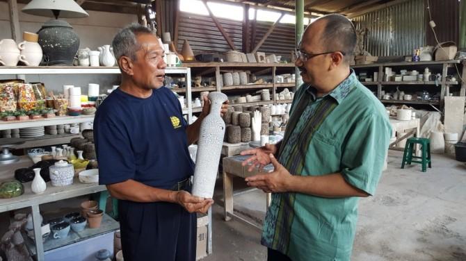 Turunkan Angka Pengangguran, Warga Kampung Purbayan Buat Keramik