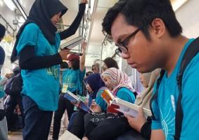 """Tingkatkan Minat Baca, KCI Adakan """"Flashmob"""" di Kereta"""