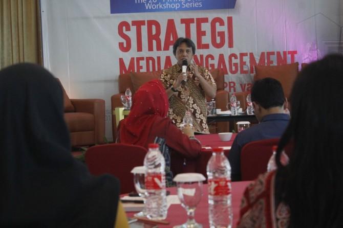 Strategi Baru Merangkul Media