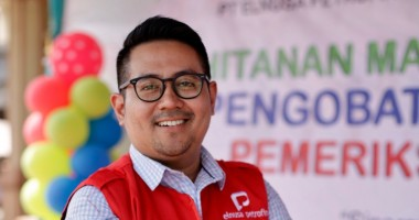 Putiarsa, Elnusa Petrofin: Pursuing the Dream of Teaching