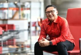 Denny Abidin, Telkomsel:  Bekerja dengan Hati