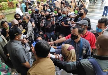 Berhadapan dengan Jurnalis di Masa Krisis