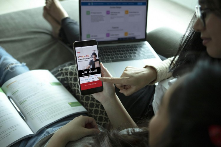 Komitmen Telkomsel Melayani Negeri dengan Memberikan Manfaat di Setiap Fase Kehidupan